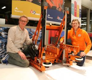 VLNR: Ronald Scheer, Robot TeamRembrandts2015 en Ron Visser.